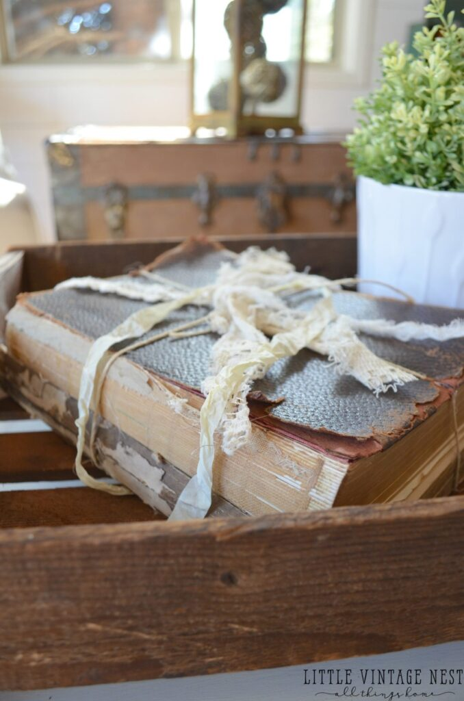 5 ways to decorate with old books little vintage nest for Antique books for decoration