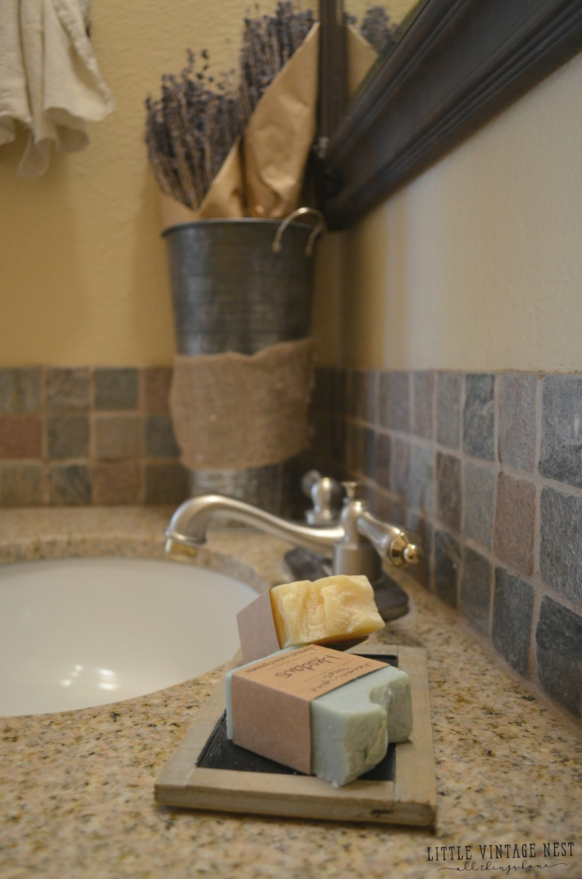 Farmhouse Bathroom Decor and Soap - Get Small Farmhouse Bathroom Decor Background
