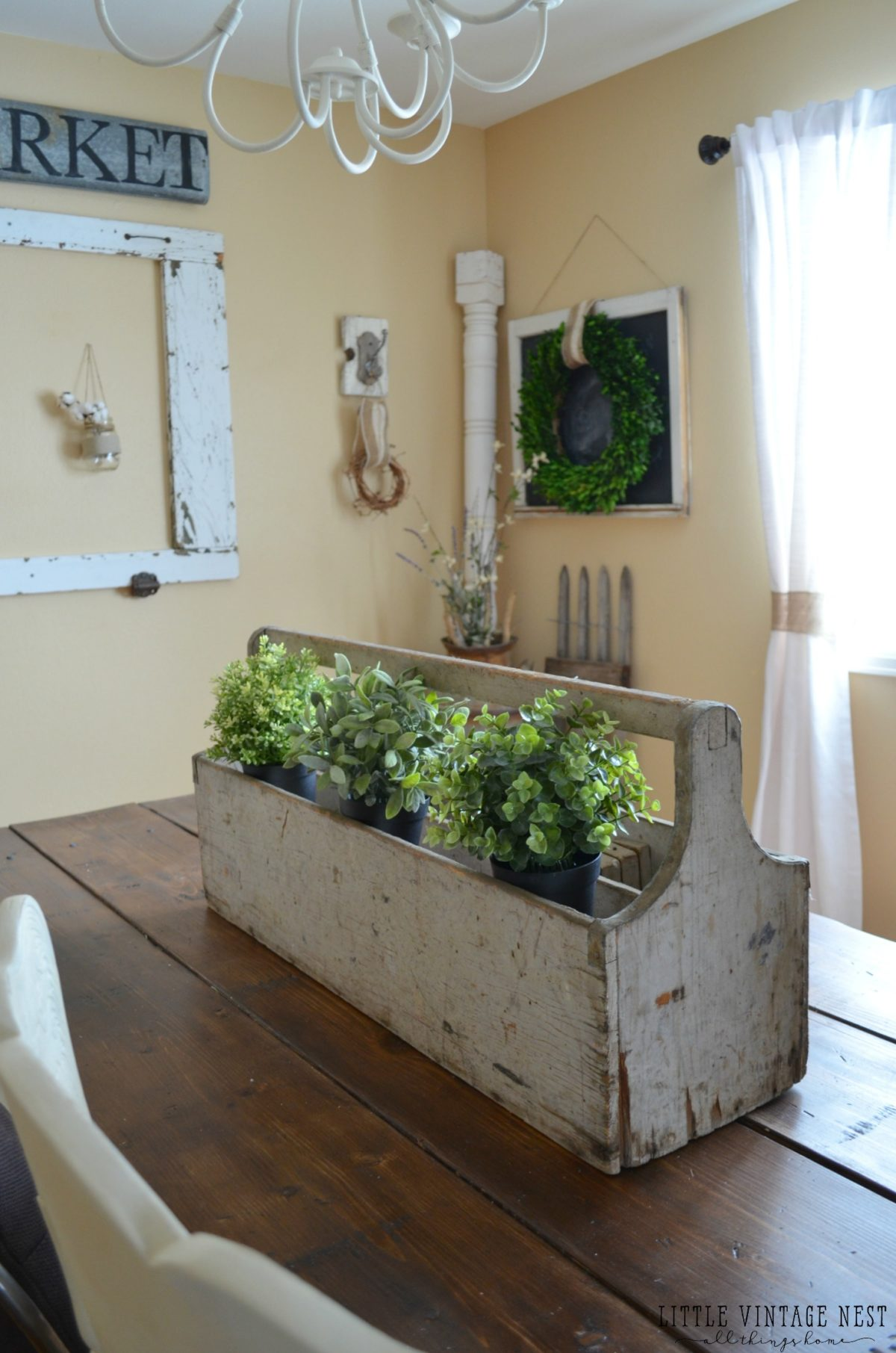 Decorating with Vintage Decor::Vintage Toolbox as Centerpiece