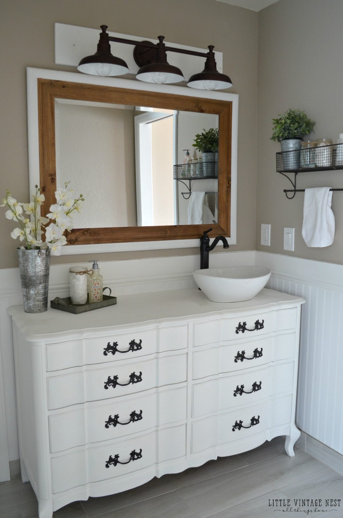 Bathroom Vanity Lights Farmhouse : Farmhouse Master Bathroom Reveal - Little Vintage Nest