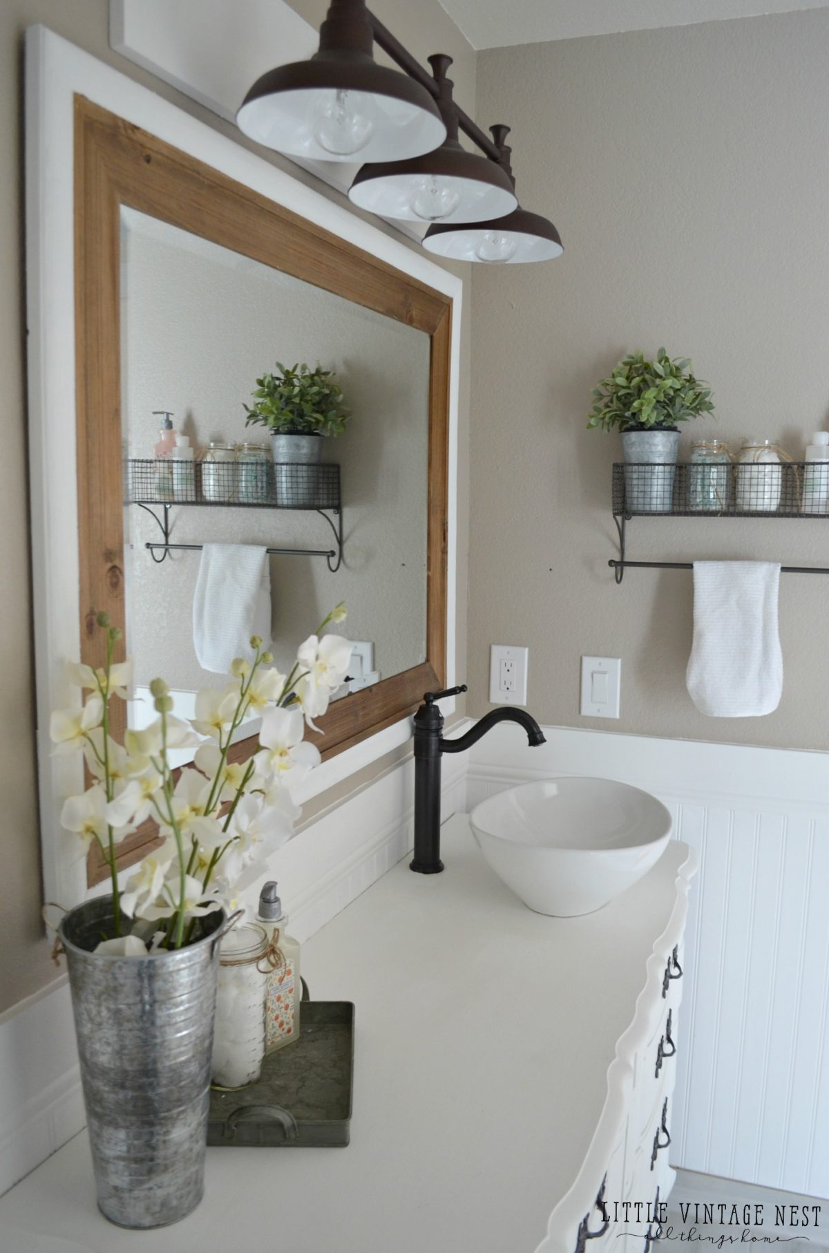 Genial Farmhouse Bathroom Vanity And Light