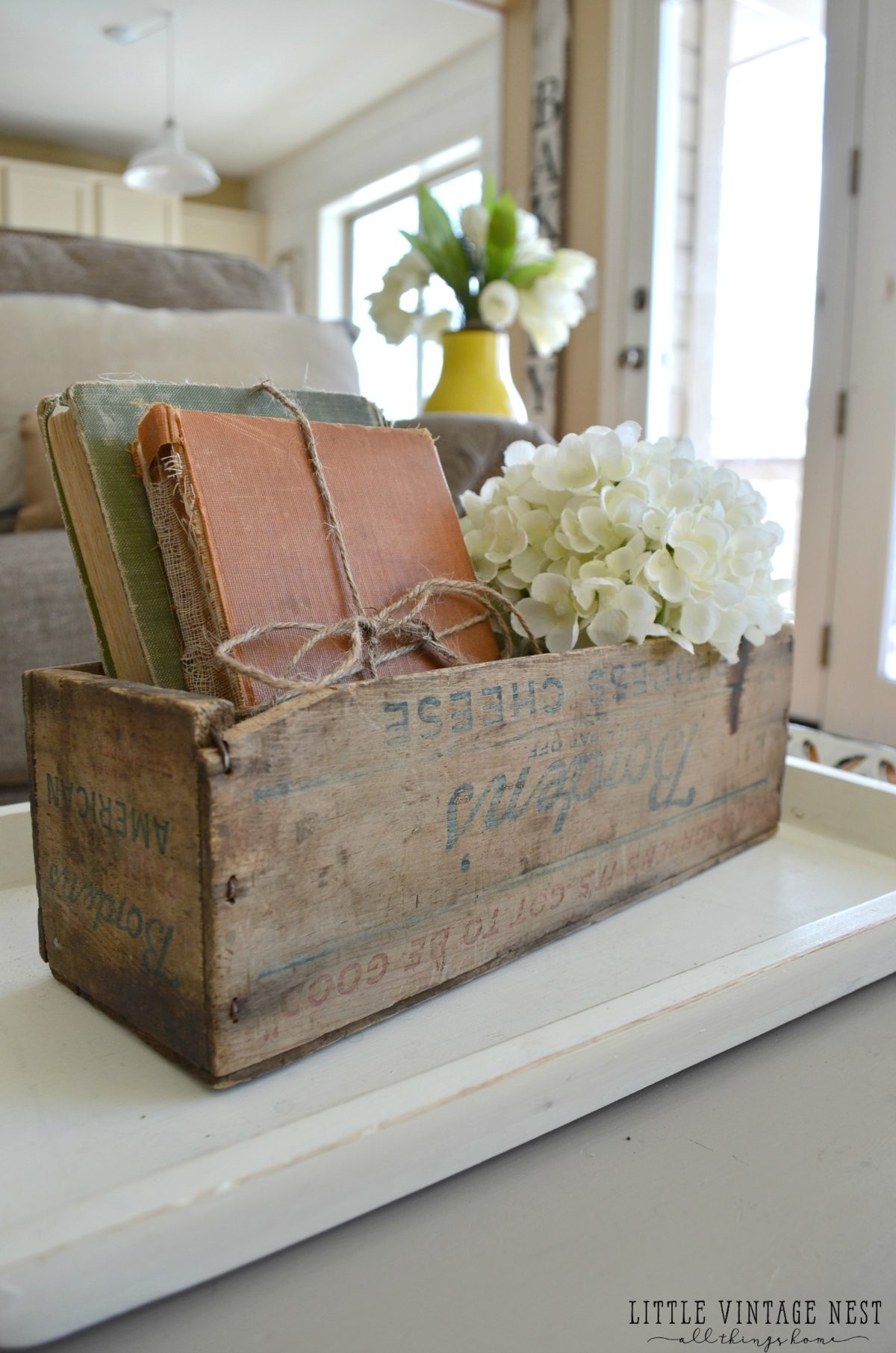 How to decorate with vintage decor little vintage nest for Antique books for decoration
