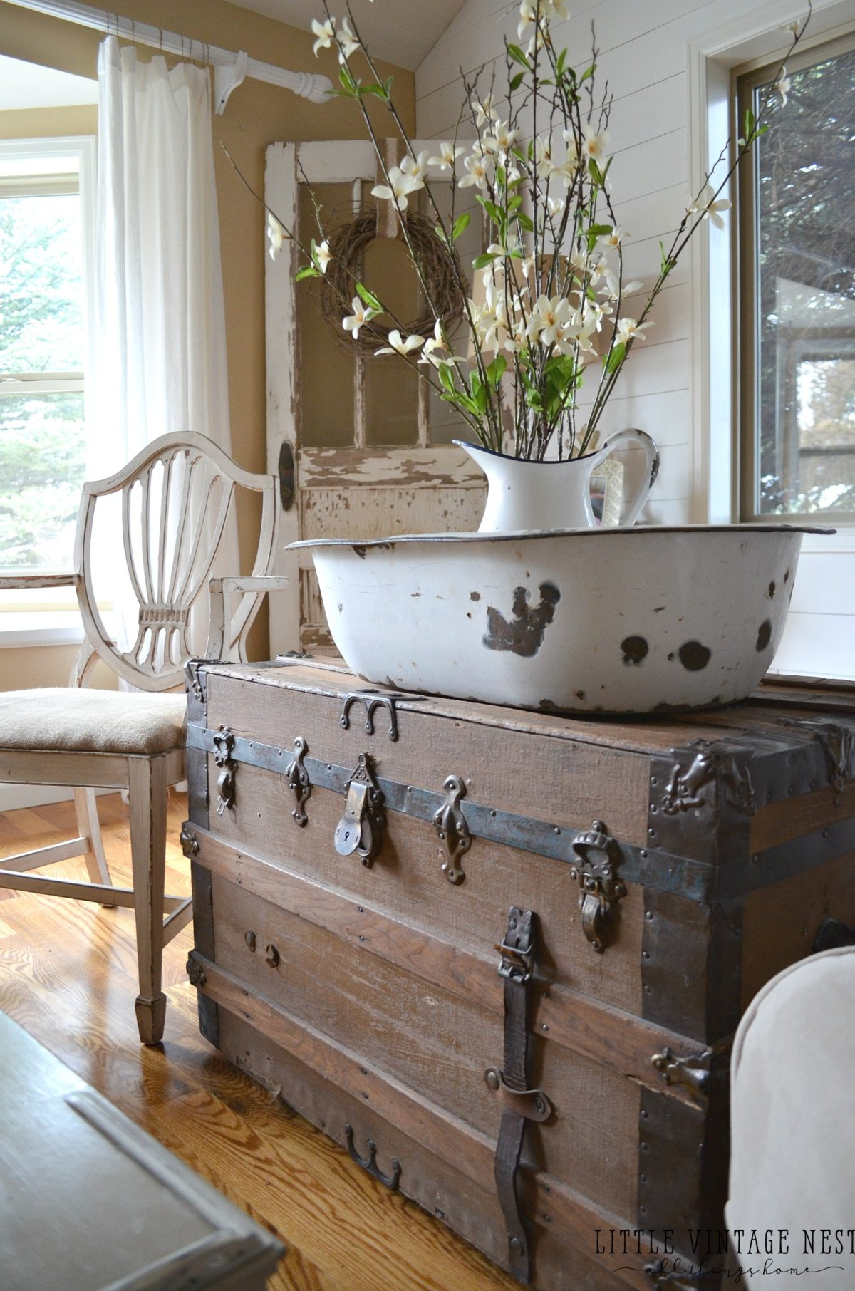 How to decorate with vintage decor little vintage nest - Vintage looking home decor gallery ...