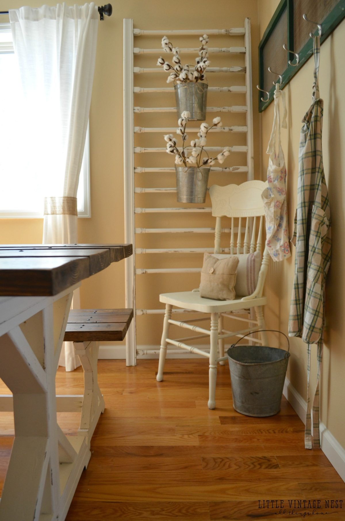 How to Decorate with Vintage Decor Porch Railing