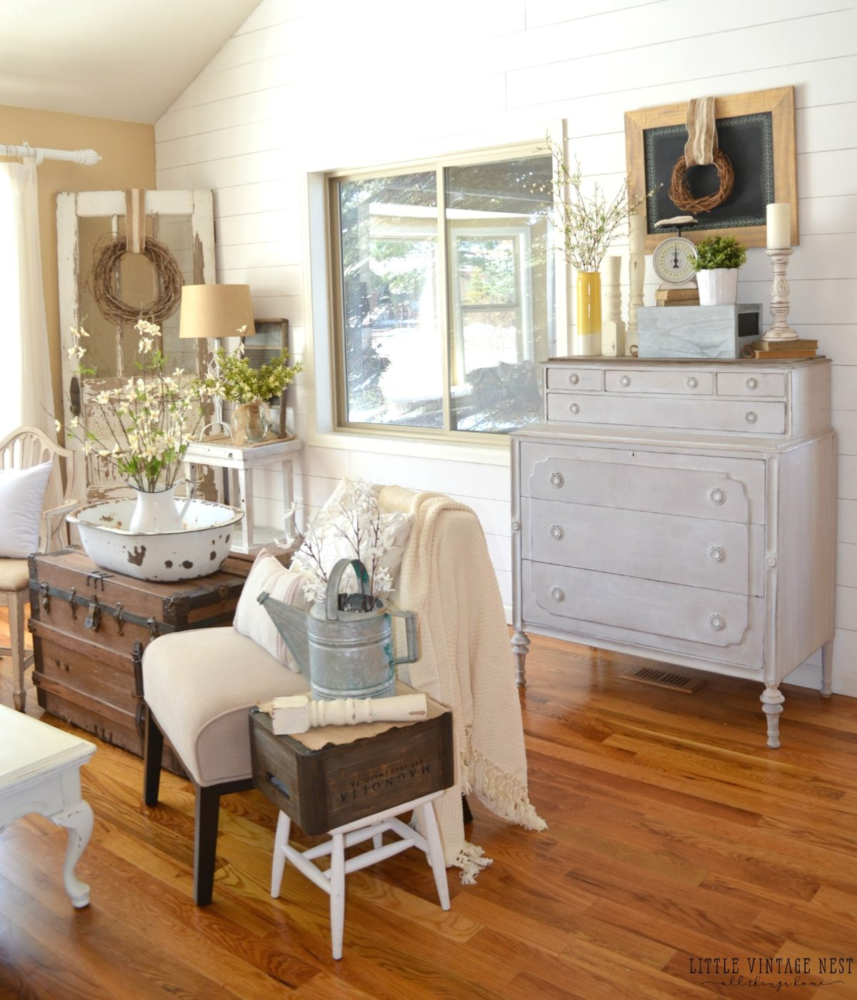 How to Decorate with Vintage Decor