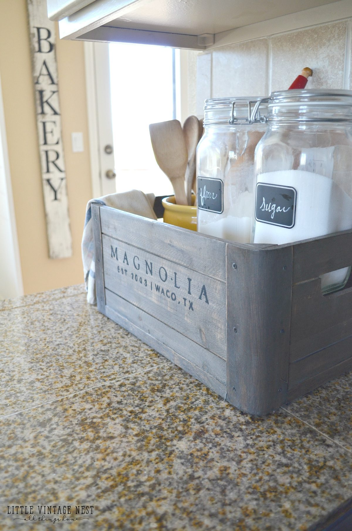 5 Ways to Style a Wooden Crate Farmhouse Kitchen Decor 2 - Little ...