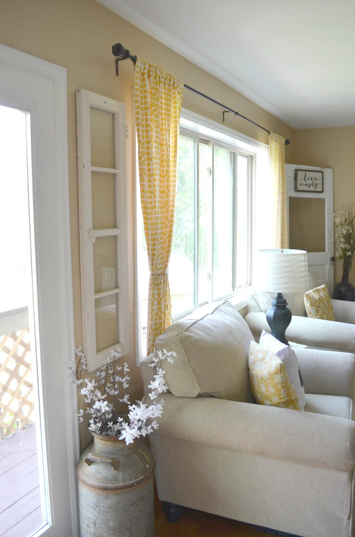 4 reasons you should decorate with old windows little for Farmhouse style windows