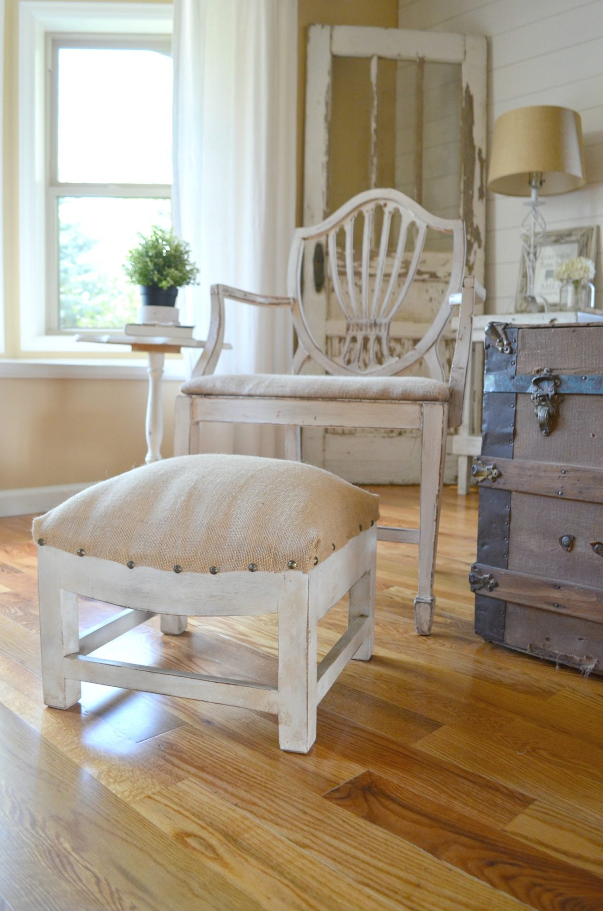 DIY Farmhouse Foot Stool Makeover