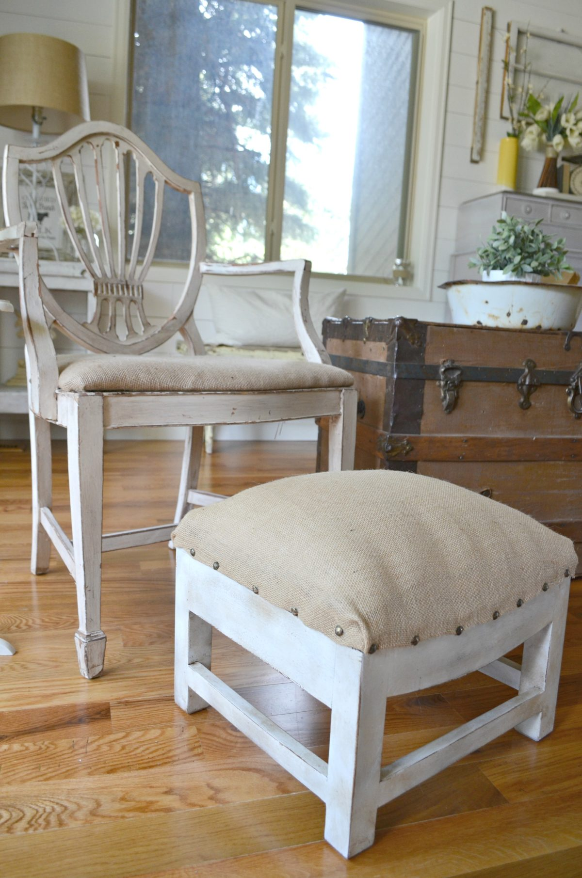 DIY Farmhouse Foot Stool
