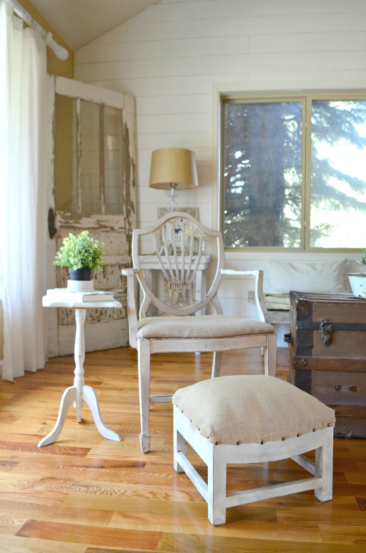 Farmhouse Style Wooden Stool Makeover