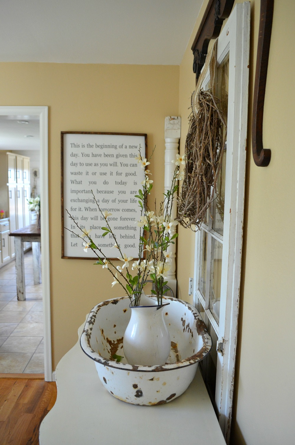 Simple farmhouse style dining room little vintage nest for Room decor ideas vintage