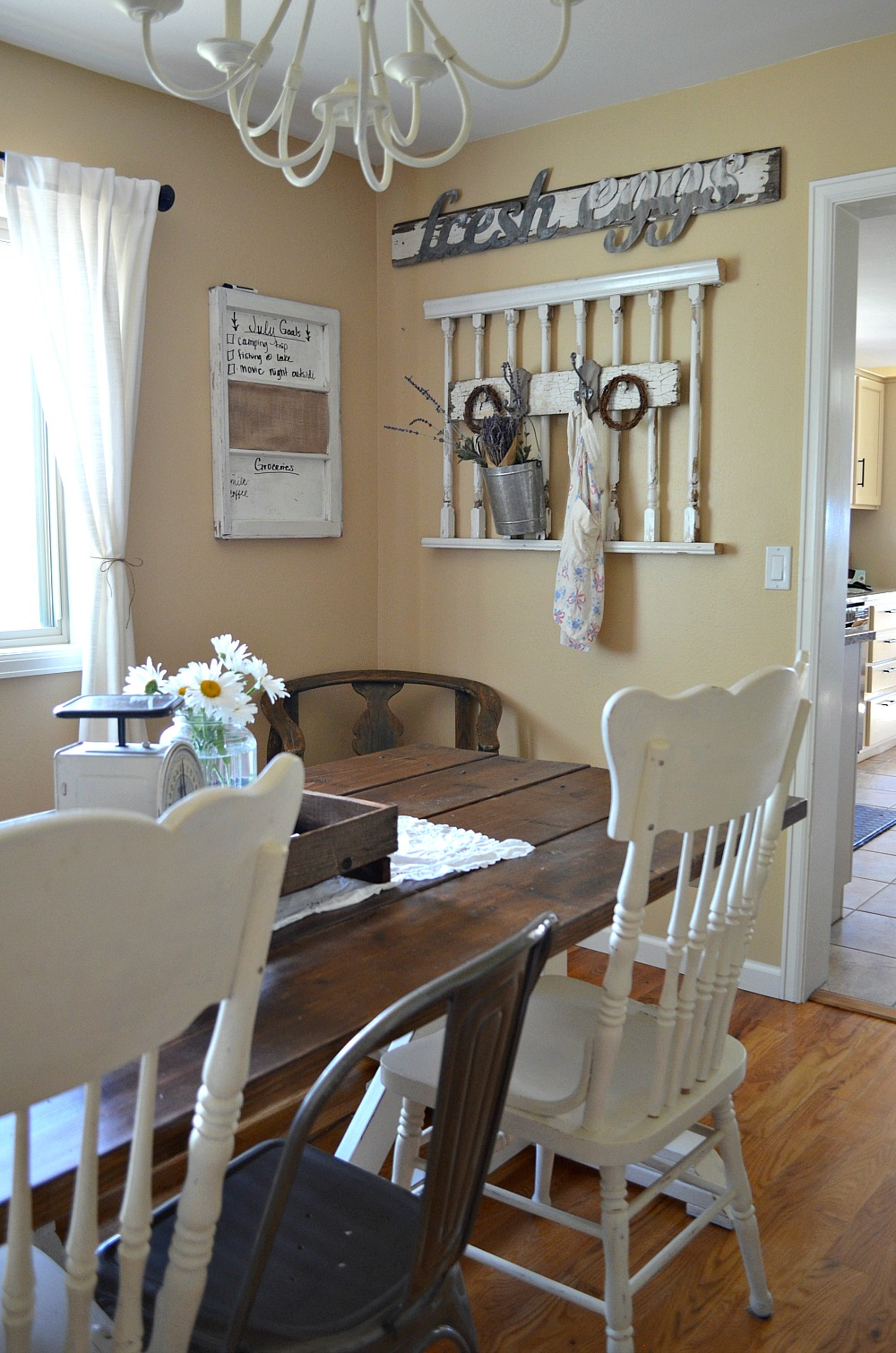 Simple Farmhouse Style Dining Room