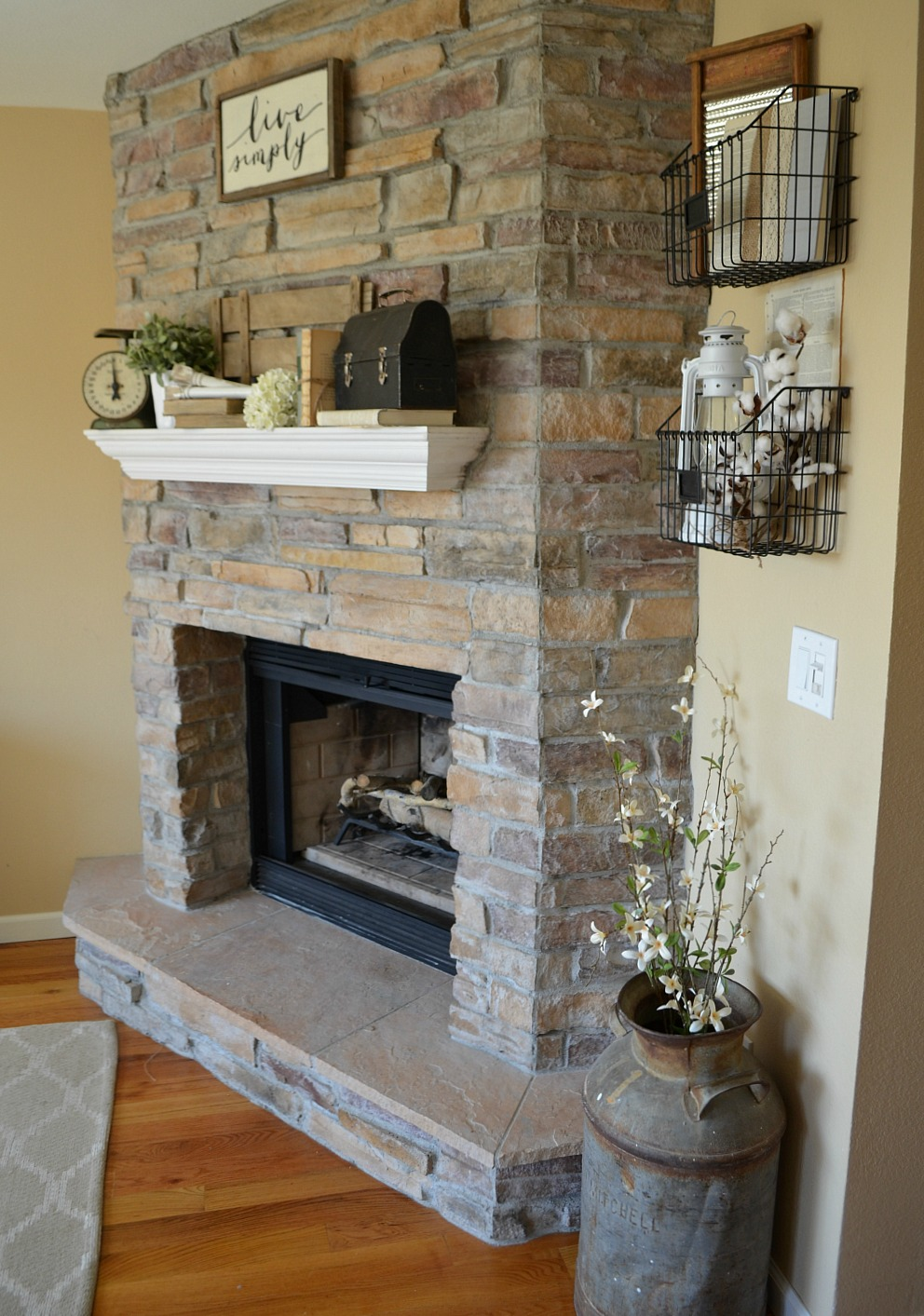 4 Tips for Decorating the Mantel