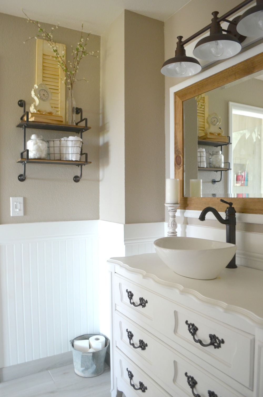Vintage Farmhouse Bathroom Decor