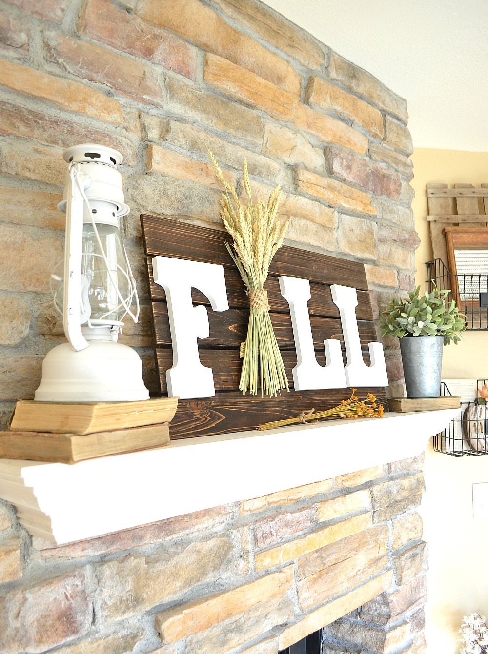 Easy and Fast DIY Fall Sign
