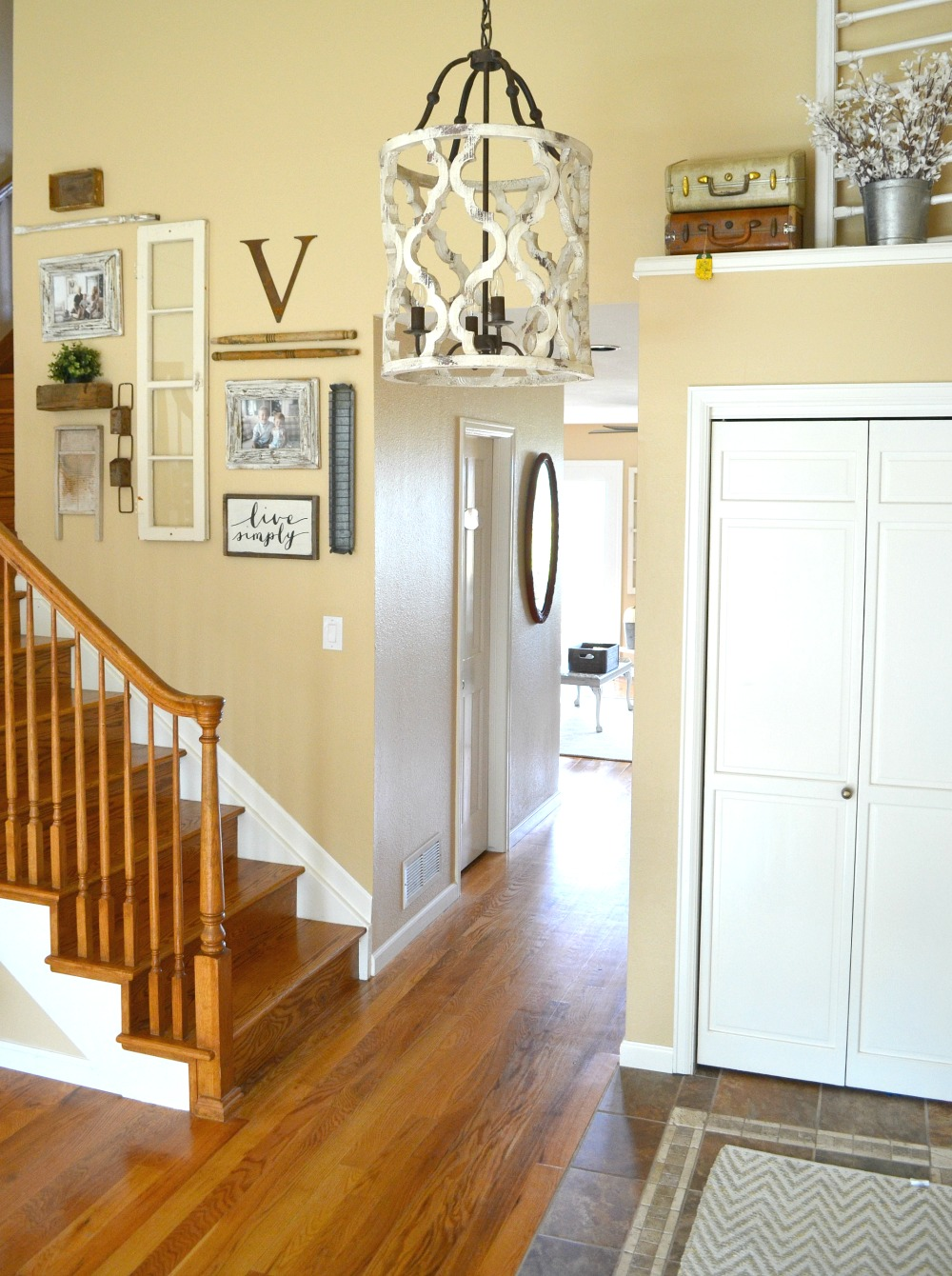 farmhouse foyer chandelier updated entryway the prettiest chandelier 183