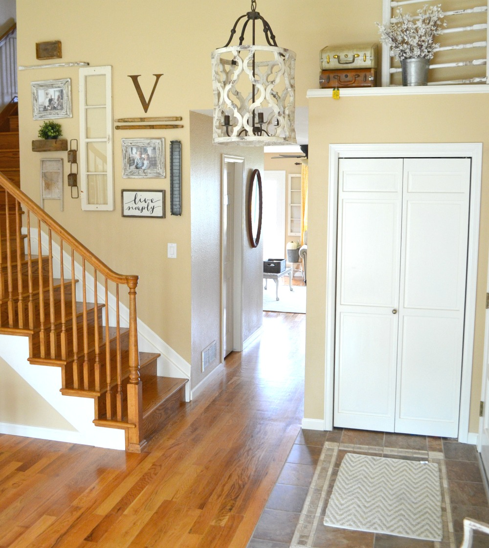Farmhouse Entryway Chandelier: Updated Entryway: The Prettiest Chandelier