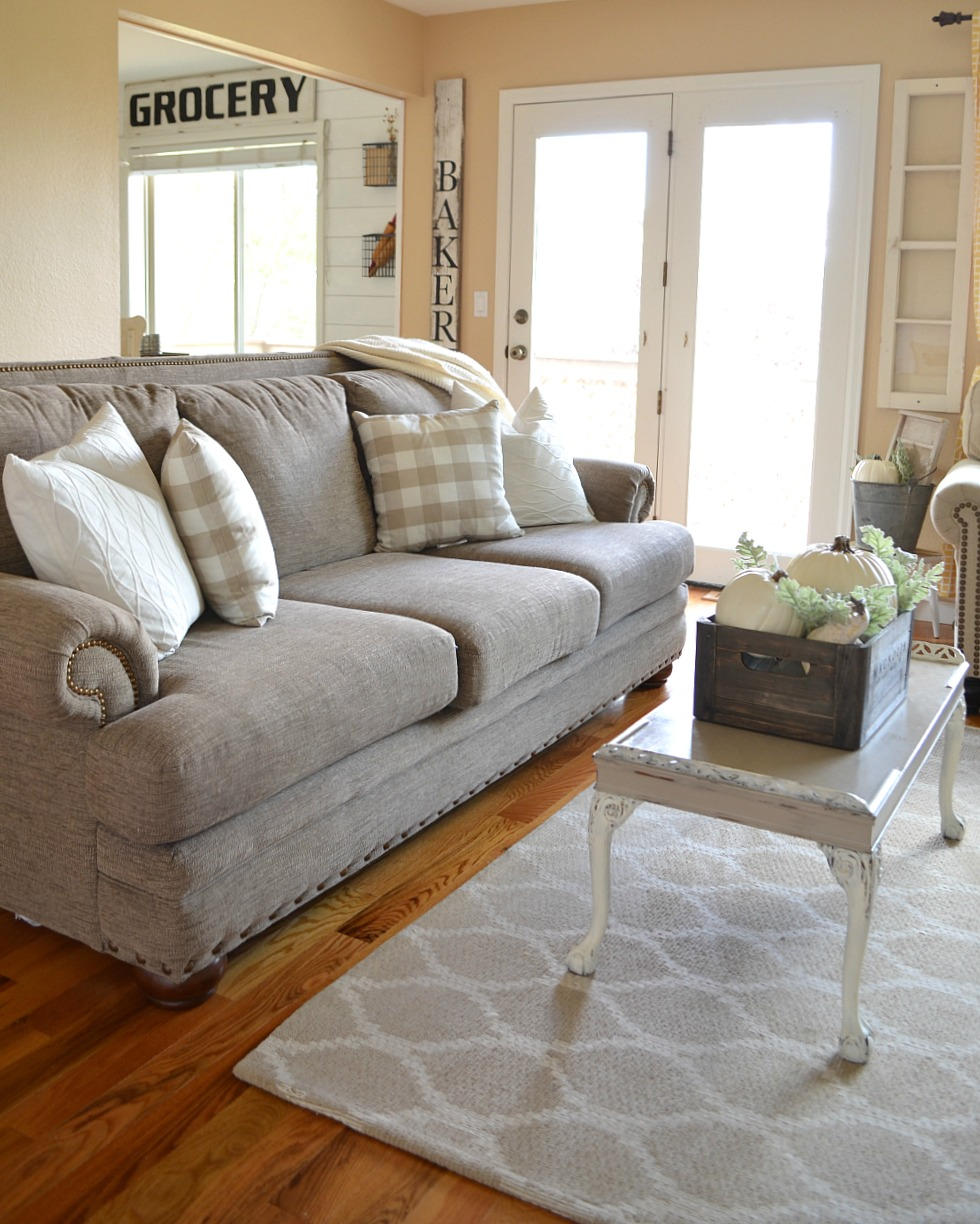 cozy farmhouse fall living room tour - little vintage nest