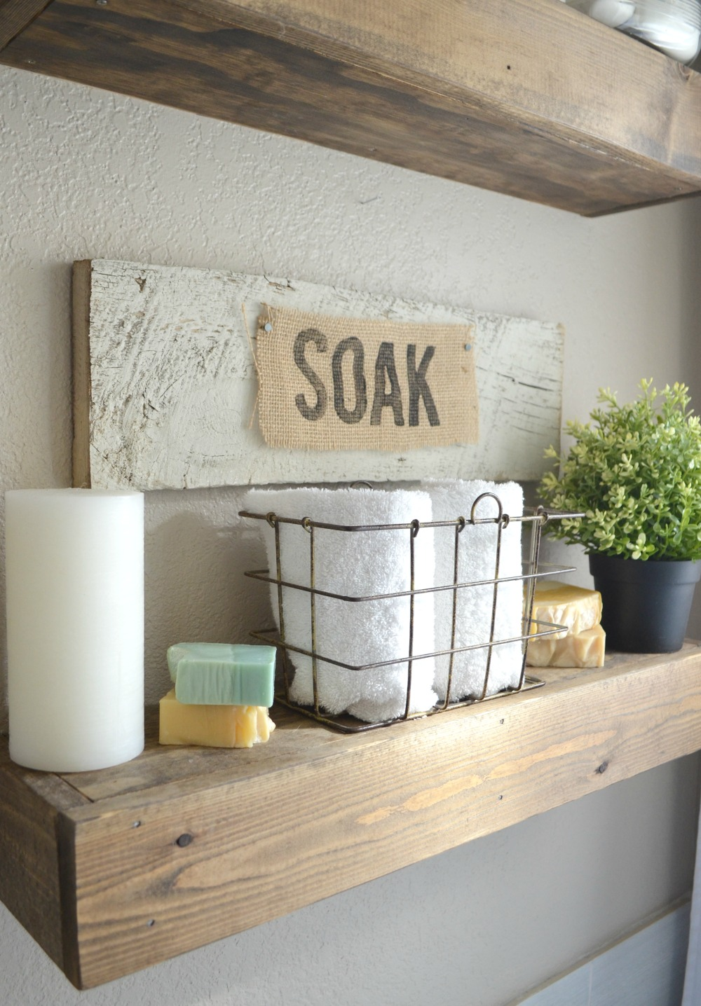 Burlap bathroom ideas - How To Make A Personalized Burlap Sign