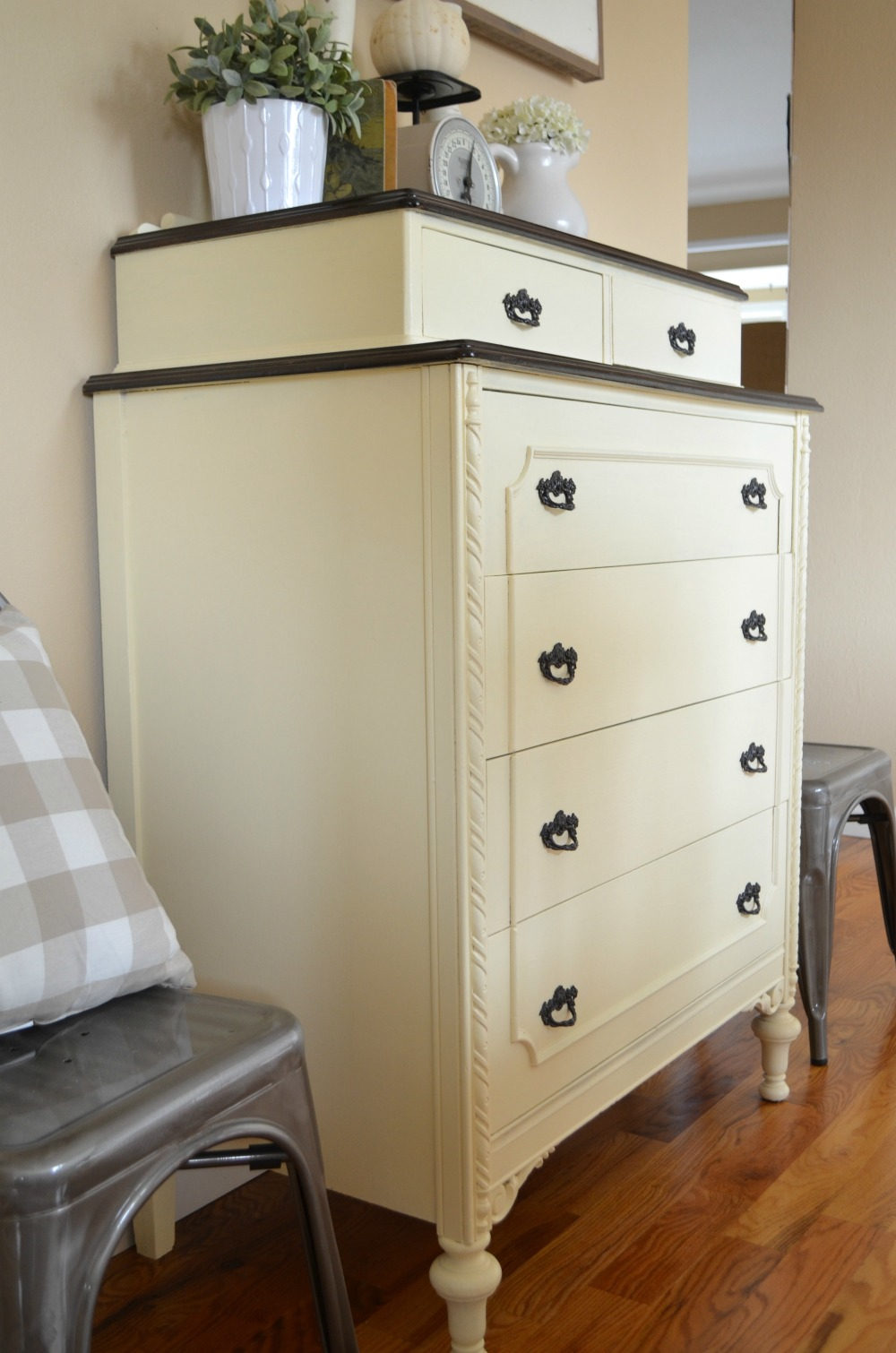Attractive 5 Ways To Remove That Musty Smell From Old Furniture