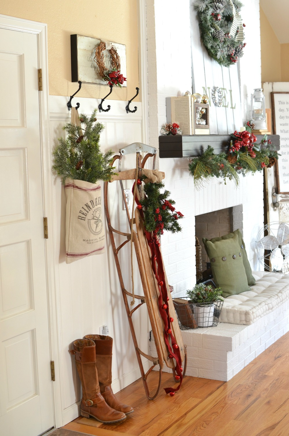 A Vintage Christmas Entryway - Little Vintage Nest