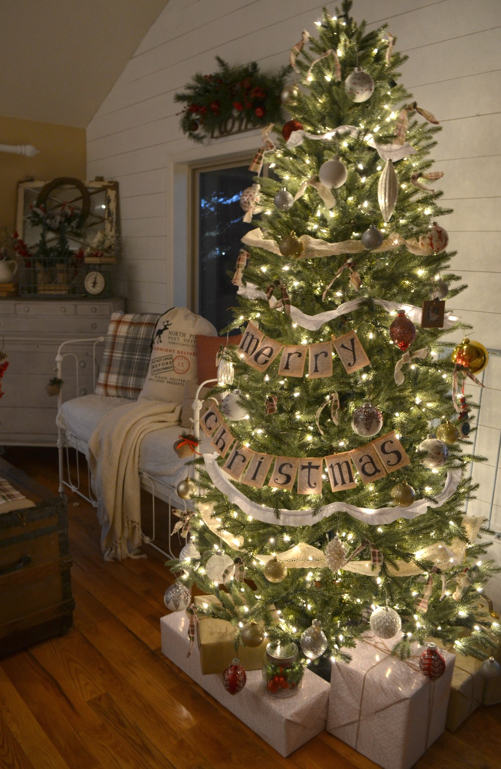 farmhouse christmas tree 11 - Farmhouse Christmas Tree Decorations