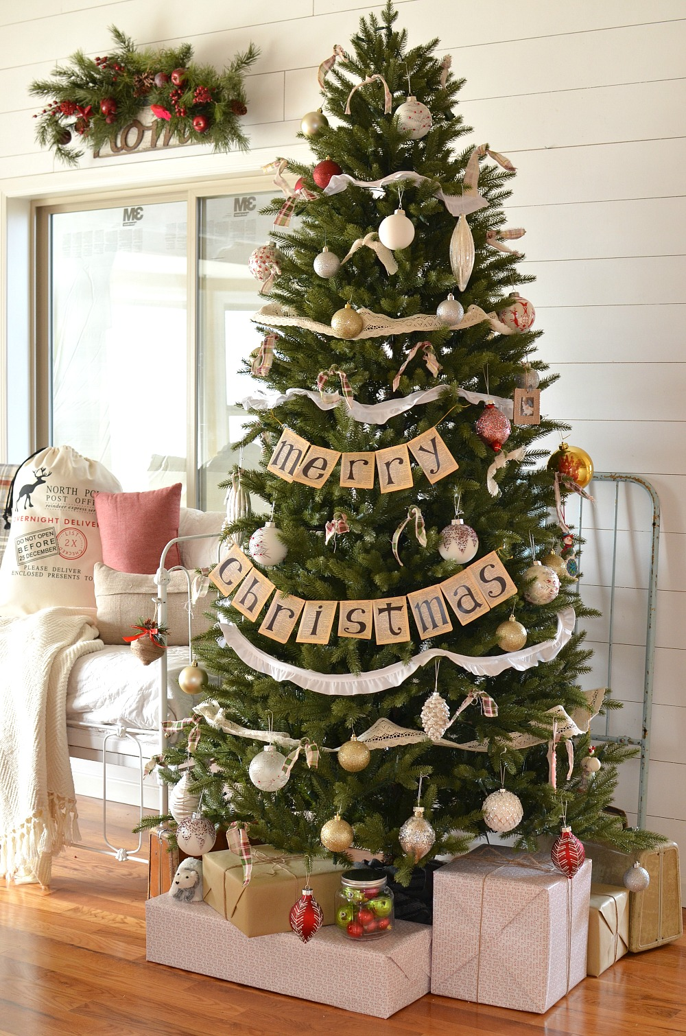 Marvelous Farmhouse Christmas Tree. Vintage Farmhouse Christmas Decor.