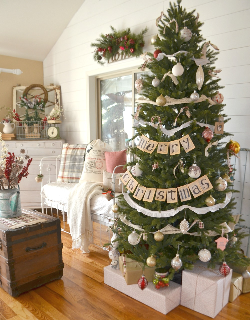 farmhouse christmas tree 8 - Farmhouse Christmas Tree Decorations