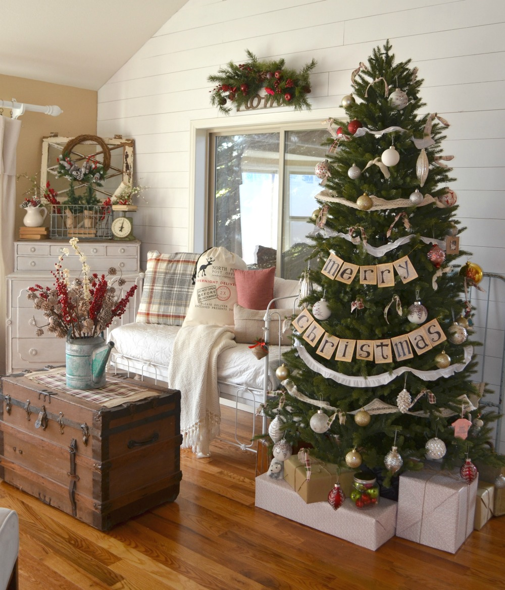 farmhouse christmas tree 9 - Farmhouse Christmas Tree Decorations