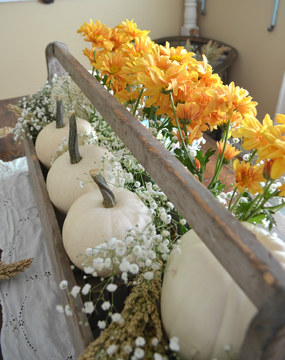 Vintage Thanksgiving Table. Farmhouse Thanksgiving Tablescape.