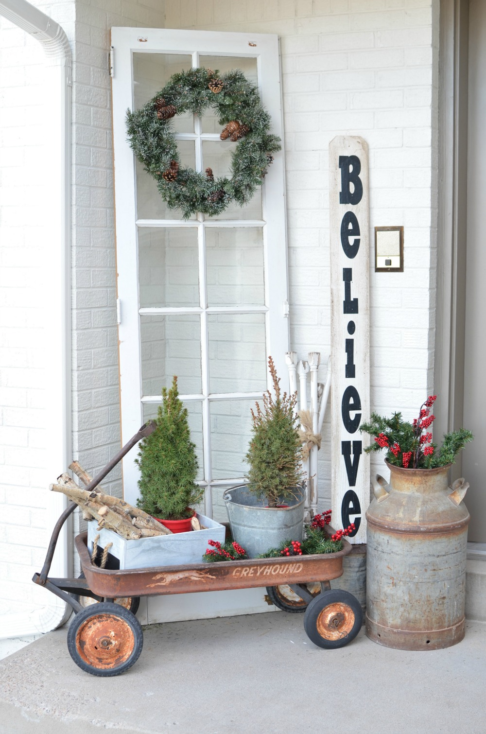 Christmas on the front porch for Vintage outdoor decorating ideas