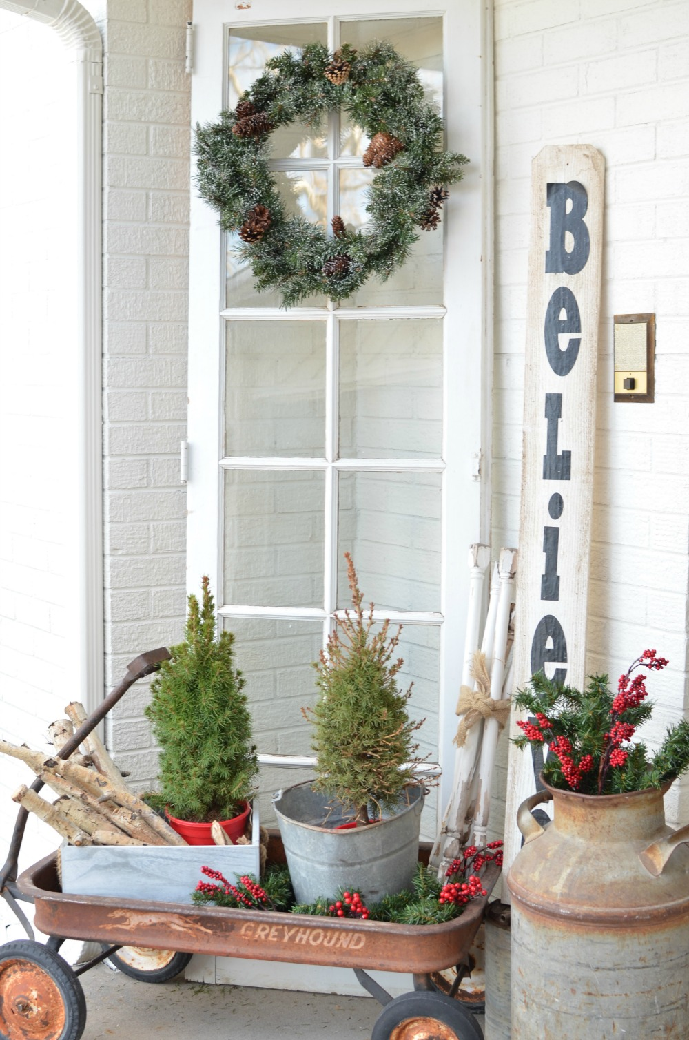 christmas on the front porch vintage christmas decor ideas for your front porch 4