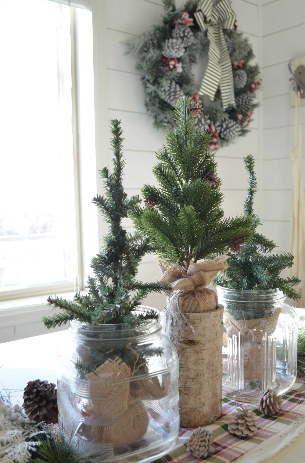 Simple Farmhouse Christmas Centerpiece