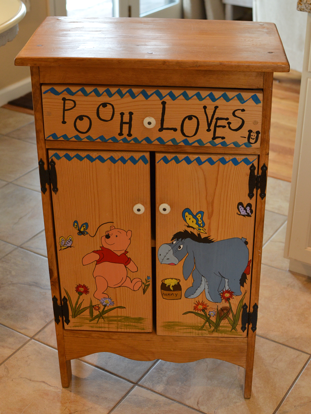 Easy Farmhouse Cabinet Makeover