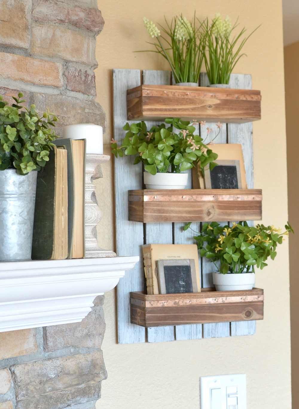 DIY Wooden Wall Planter. Farmhouse decor project great for spring.