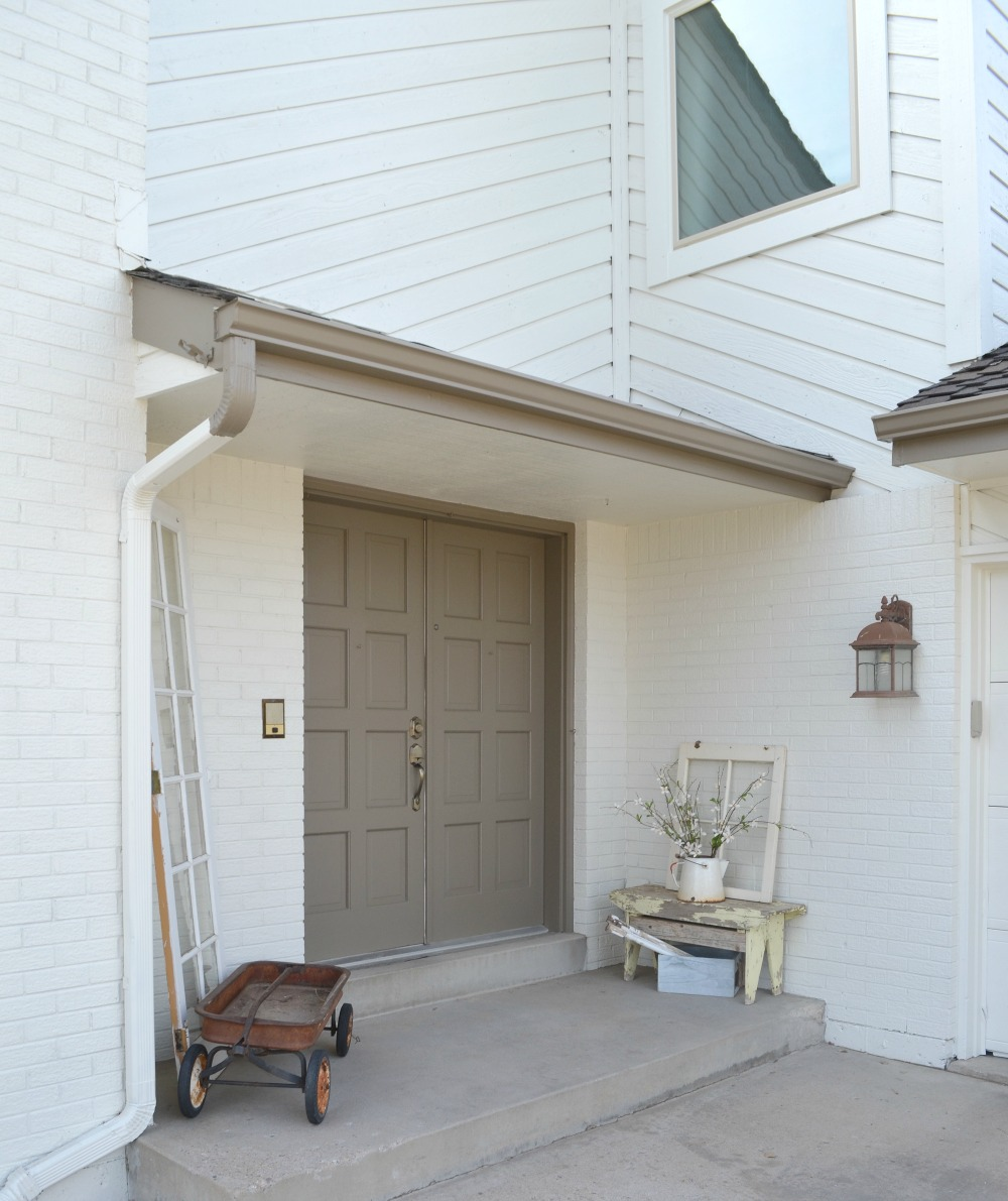 Exterior House Painted With Sherwin Williams Oyster White
