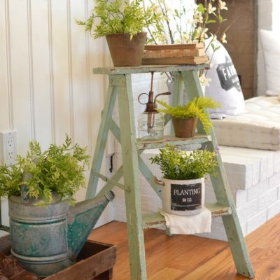 A Simple Vintage Entryway for Spring