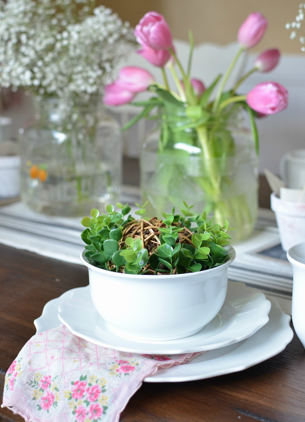 Simple Farmhouse Spring Tablescape