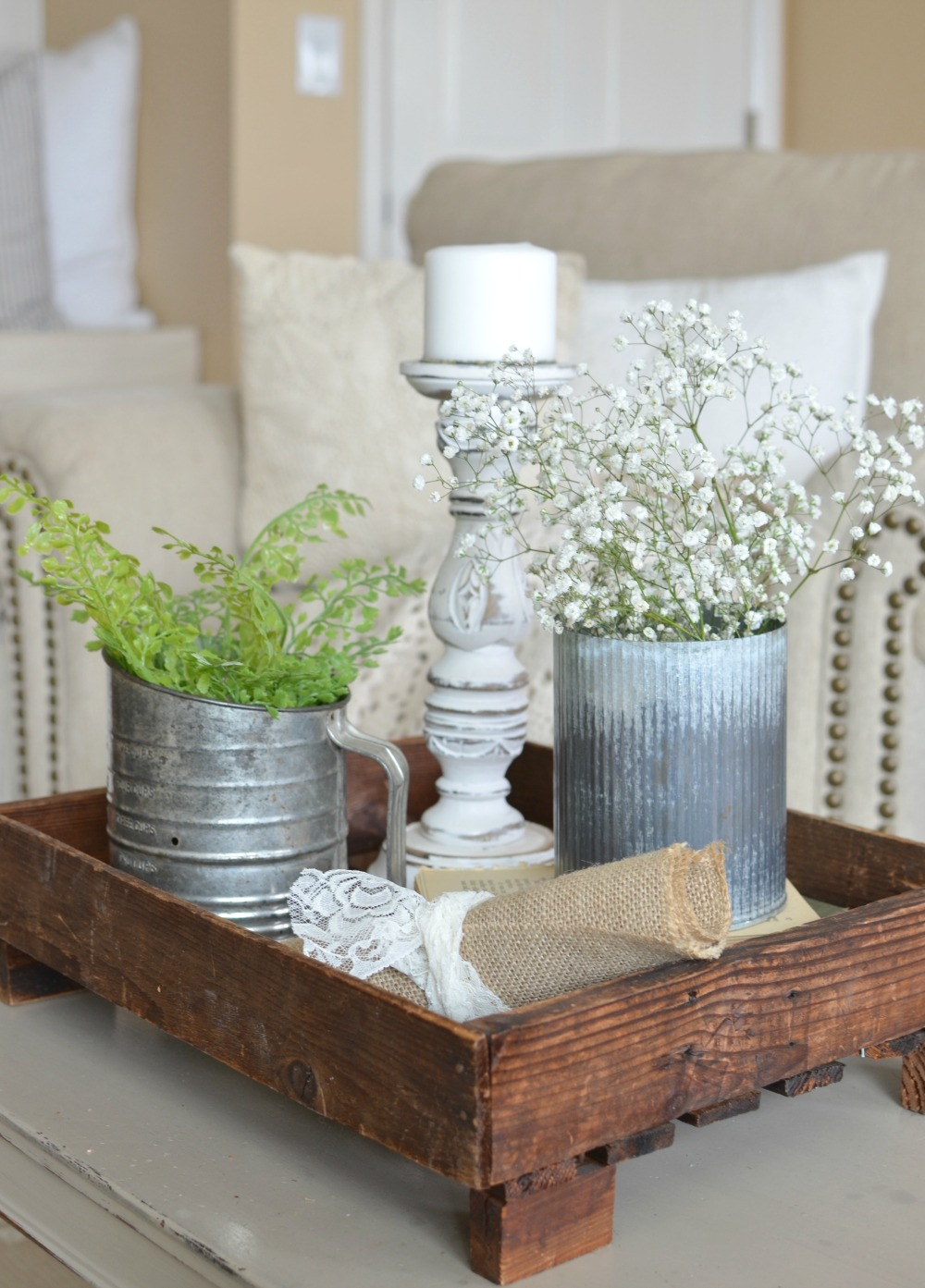 5 quick tips for a farmhouse style vignette for Decor quick