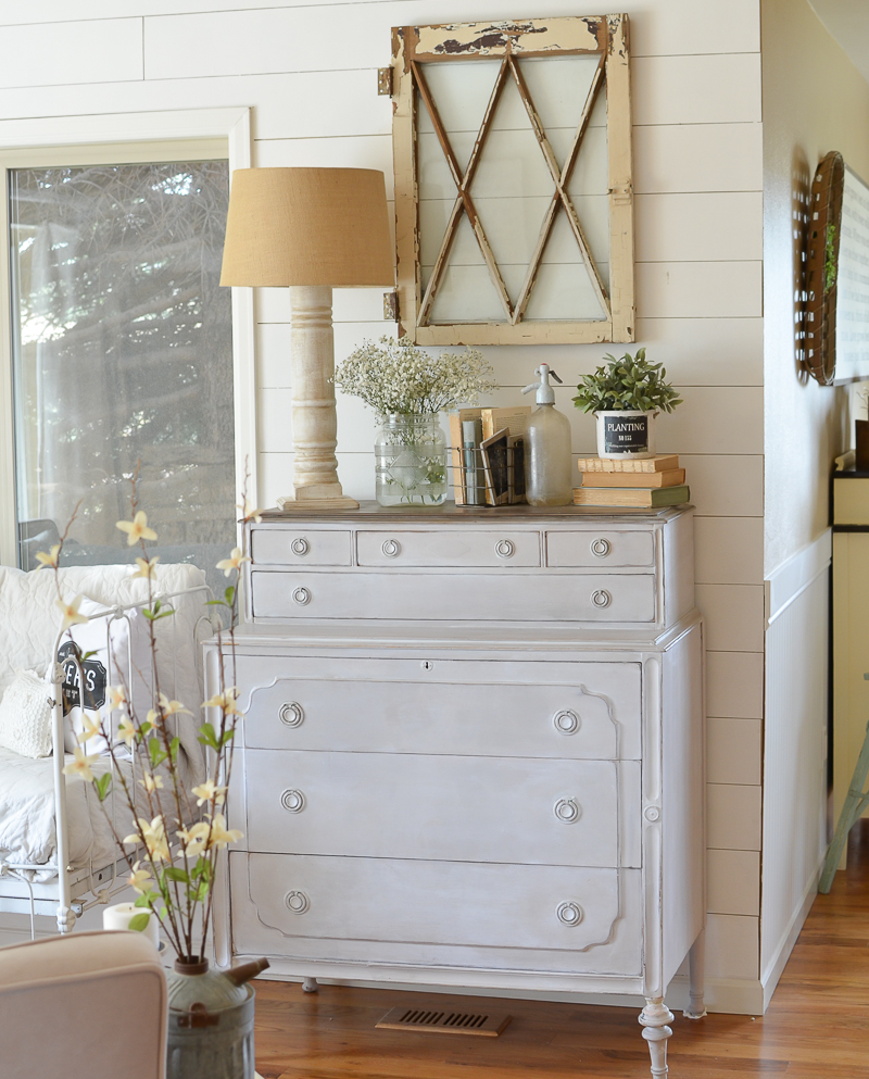 A Simple DIY Farmhouse Style Lamp