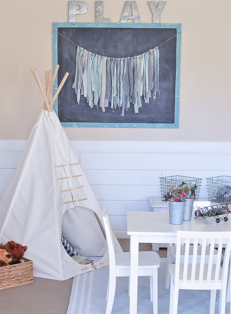 Modern Farmhouse Playroom Makeover. Adorable farmhouse style decor in kid's playroom.