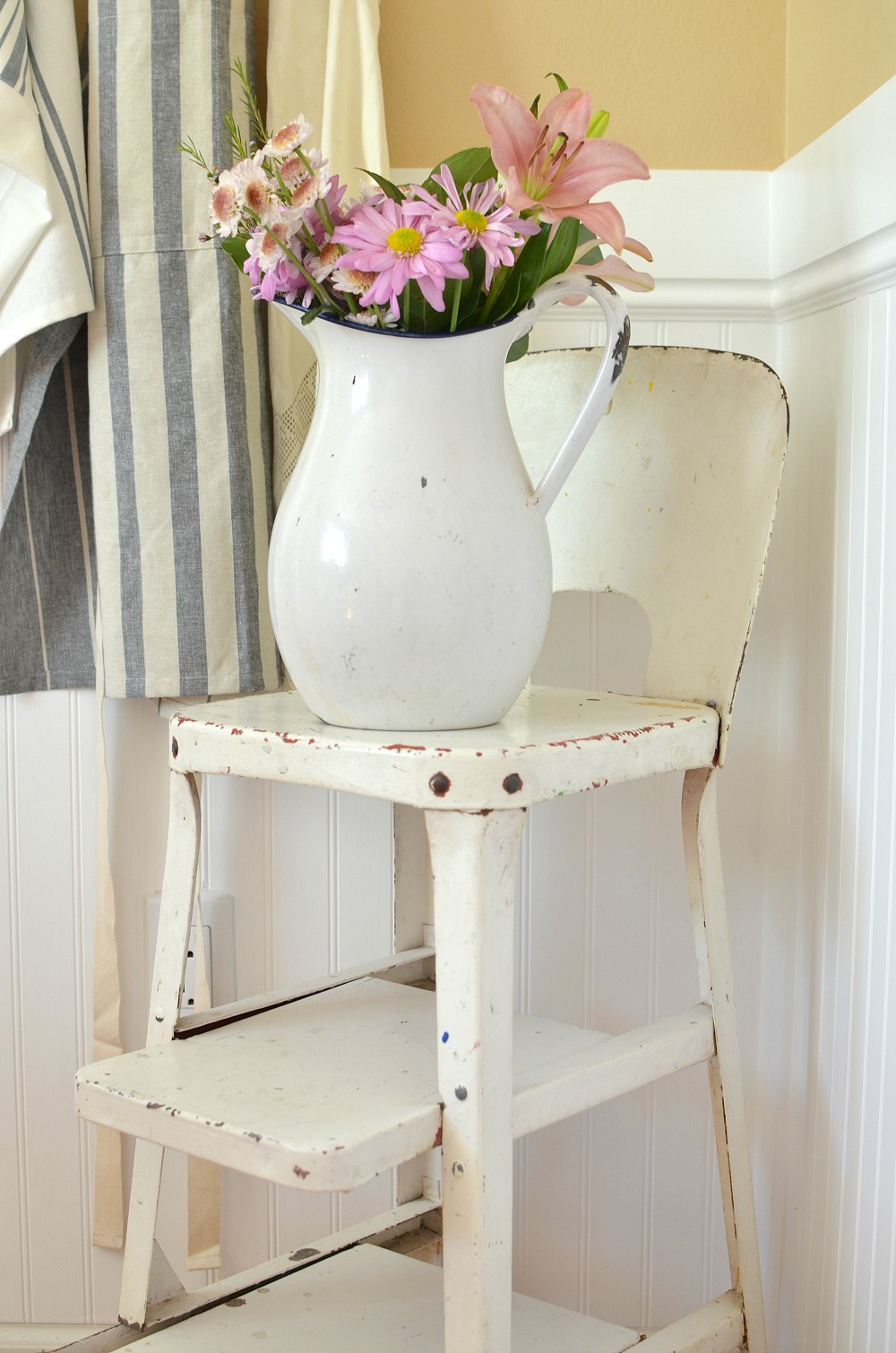 Friday Favorites: A vintage chair and a pitcher of flowers for spring.