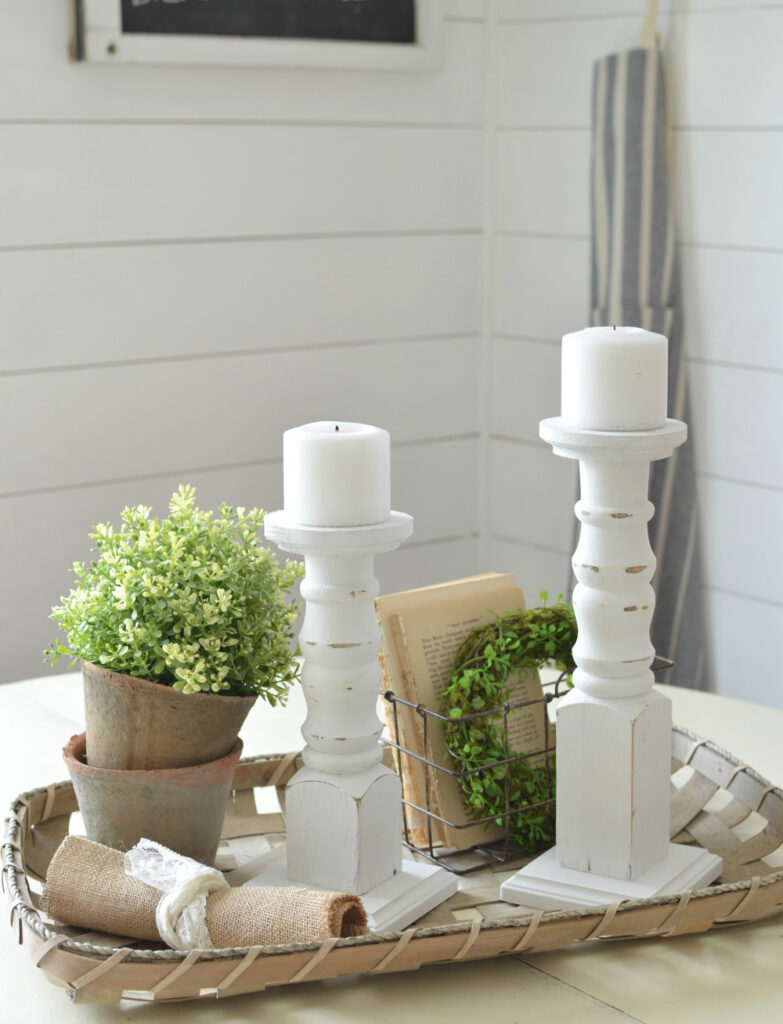 Simple and easy farmhouse style DIY projects. Great decor ideas for the modern farmhouse!