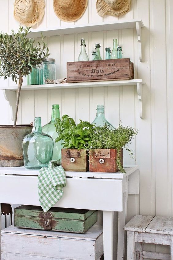 Farmhouse style garden decor. Planting herbs in vintage drawers. Brilliant idea!