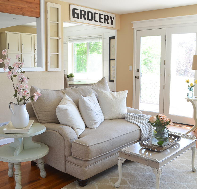Farmhouse Living Room Furniture: Farmhouse Living Room For Summer