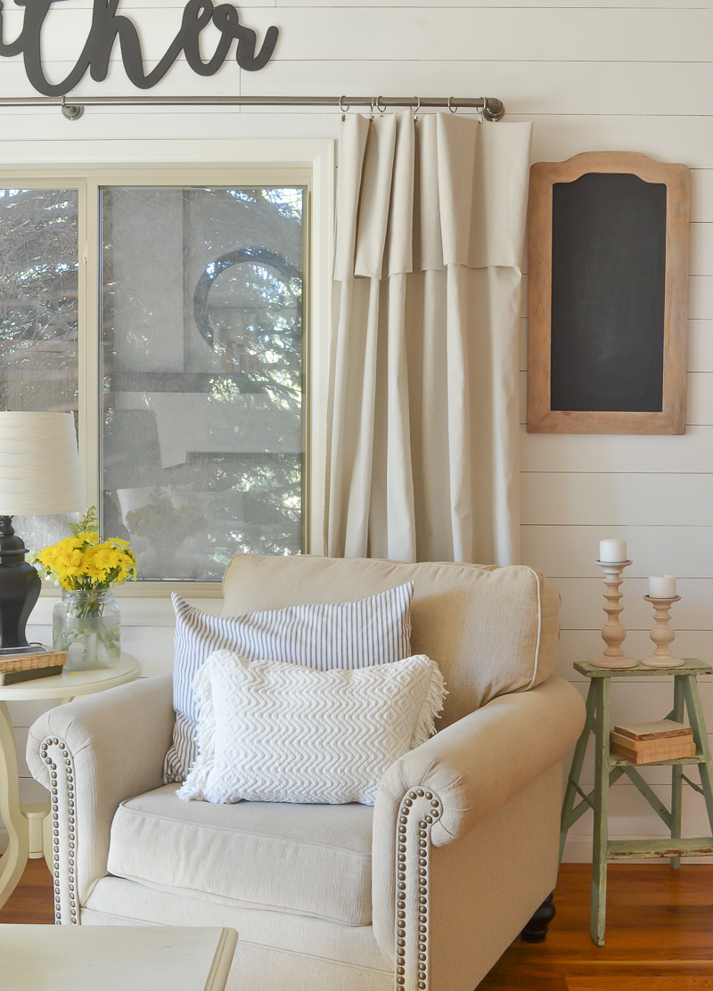 Farmhouse Style Front Room Makeover.