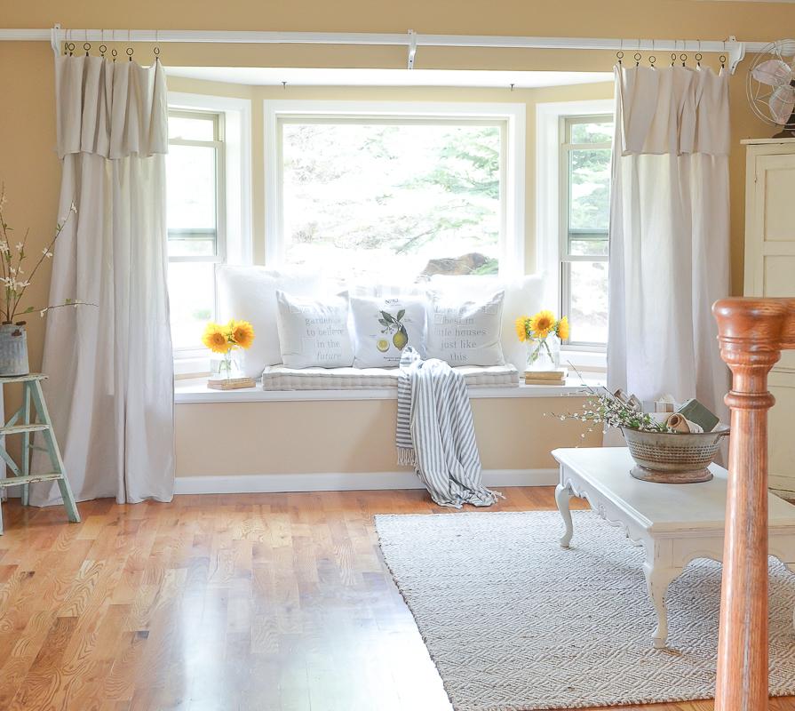 Cozy Farmhouse Style Window Seat