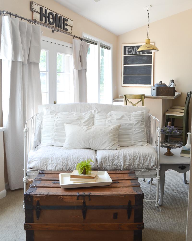 Farmhouse style living room decor
