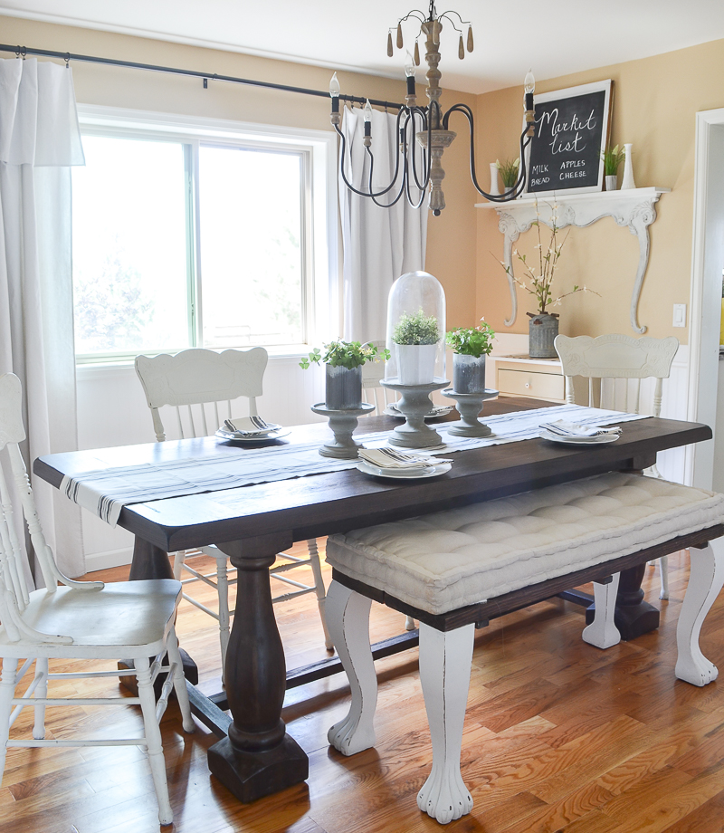 Farmhouse style dining room decor and design.