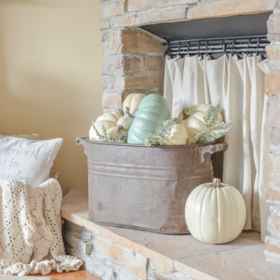 Simple Fall Decor in the Living Room